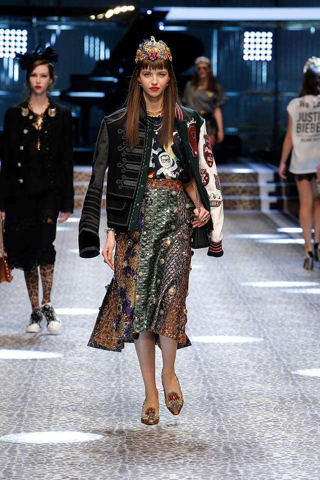 dolce-and-gabbana-fw17-rtw-fall-winter-2017-18-collection-41-skirt-metallic