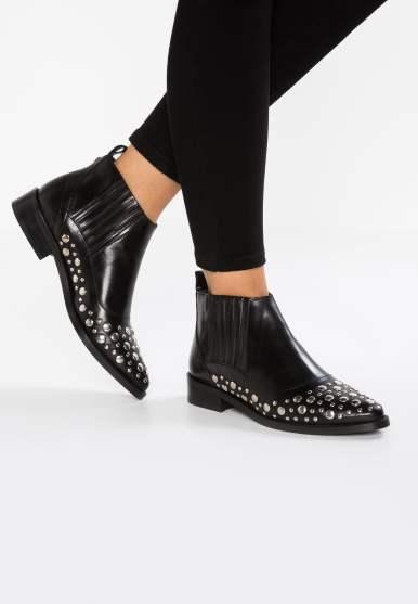 boots Gardenia