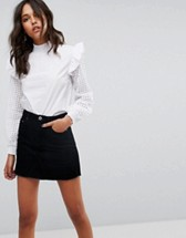 http://www.asos.fr/glamorous/glamorous-blouse-col-montant-avec-epaules-volantees-et-manches-en-dentelle-brodee/prd/8732699?clr=blanc&cid=2623&pgesize=36&pge=0&totalstyles=608&gridsize=3&gridrow=4&gridcolumn=3
